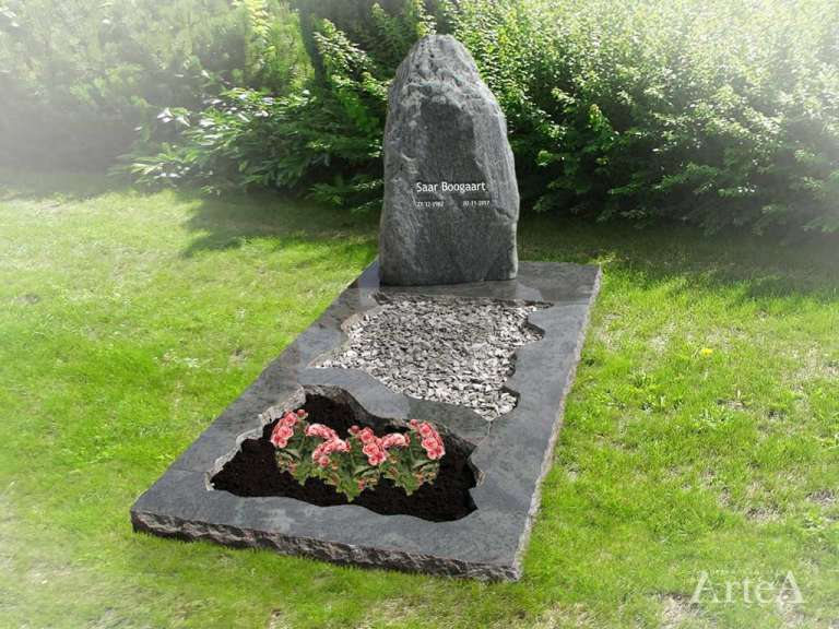 Grafmonument met serpentino rots